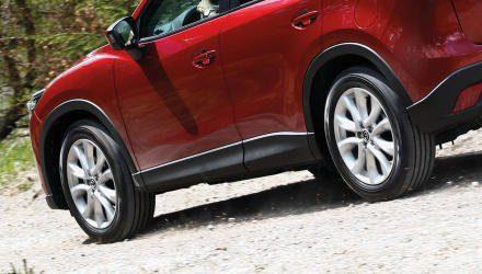 Schwarz und rund sind sie alle –  doch SUV-Reifen unterscheiden sich durch zahlreiche Konstruktionsdetails von herkömmlichen Pkw-Pneus, auf die sich vom Profil allein nicht schließen lässt.