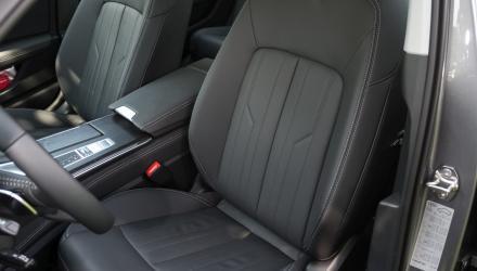 ... die Seriensitze sind zu schwach gepolstert und bieten nur wenig Seitenhalt.