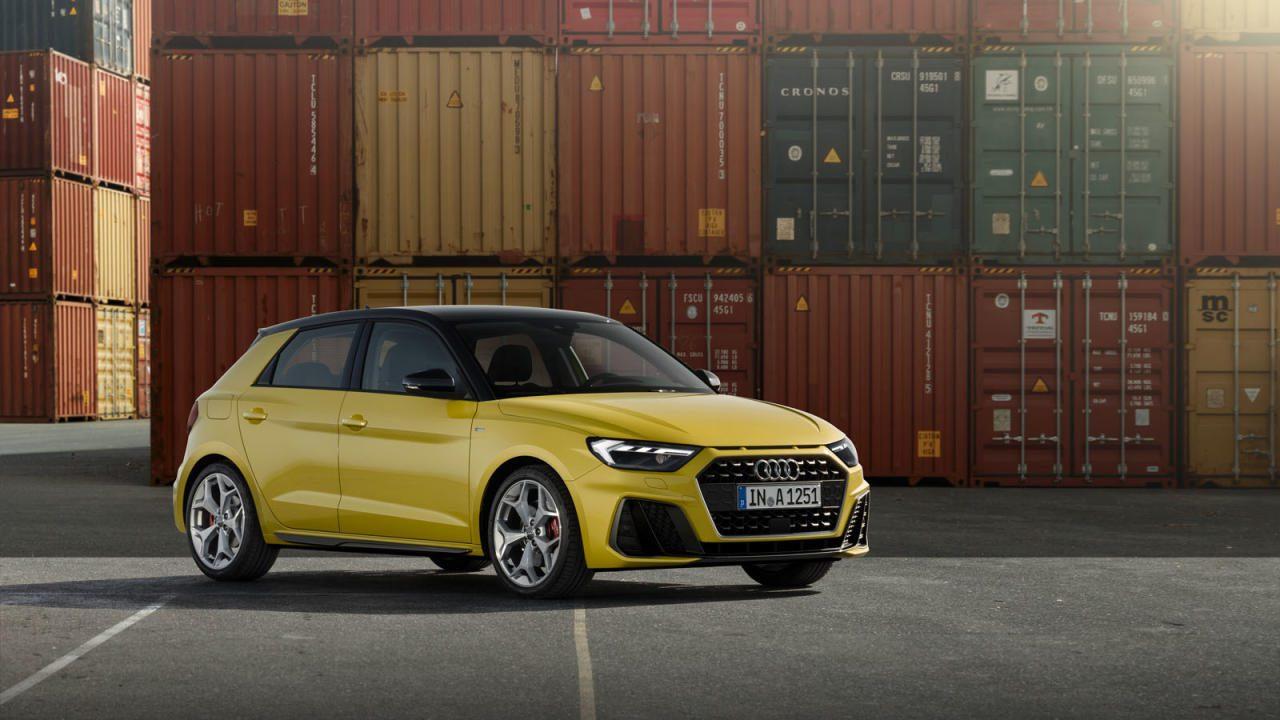Serienmäßig LED-Technik (auch in den Heck- leuchten). Weniger glücklich gewählt: die neue Audi-Nomenklatur mit Leistungs- Kategorien, die niemand etwas sagen. Vorerst müssen wir uns also mit Bezeichnungen wie 25, 30, 35 und 40 TFSI abfinden.
