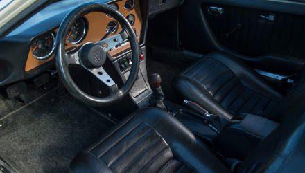 Sportlicher und luxuriöser  als bei VW seinerzeit üblich gibt sich der SP2 innen. Auffallend: das tief geschüsselte Volant. Schaltknauf, Handbremshebel und Heizungsregler-Griffe aus Tropenholz, also aus heimischem Anbau.