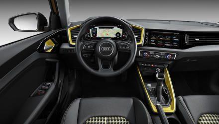Das Cockpit-Layout ist was für  Geometrie-Freunde, aber auch  Digitalisierungs-Fans kommen  nicht zu kurz. Eine gewisse  Vorliebe für Hartplastik wäre  ebenfalls von Vorteil.