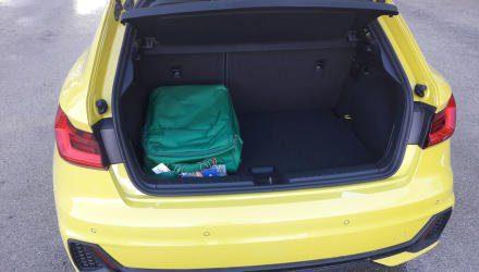 Der Kofferraum ist gegenüber dem Vorgänger um satte 65 auf insgesamt 335 Liter angewachsenen ...