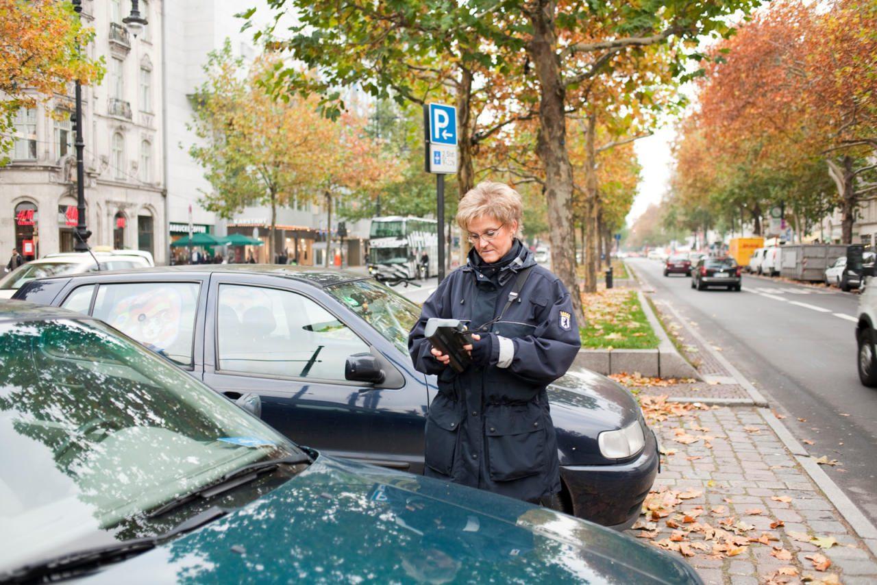 Falschparker dürfen nicht nur von Parksheriffs, sondern auch von Privatpersonen angezeigt werden.
