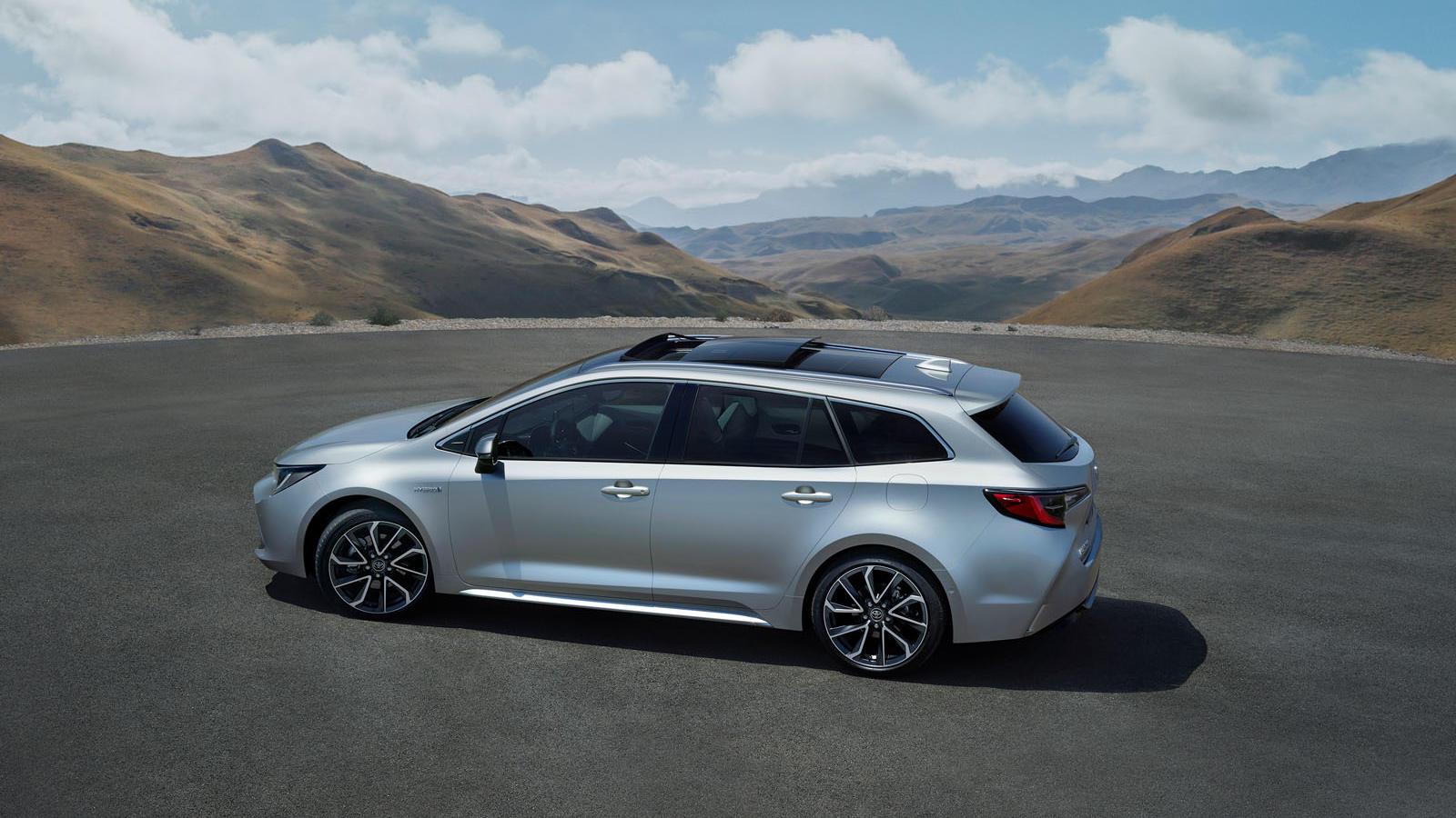 Der Touring Sports genannte Kombi streckt sich mit über 4,65 Metern Gesamtlänge schon Richtung BMW 3er-Dimensionen.