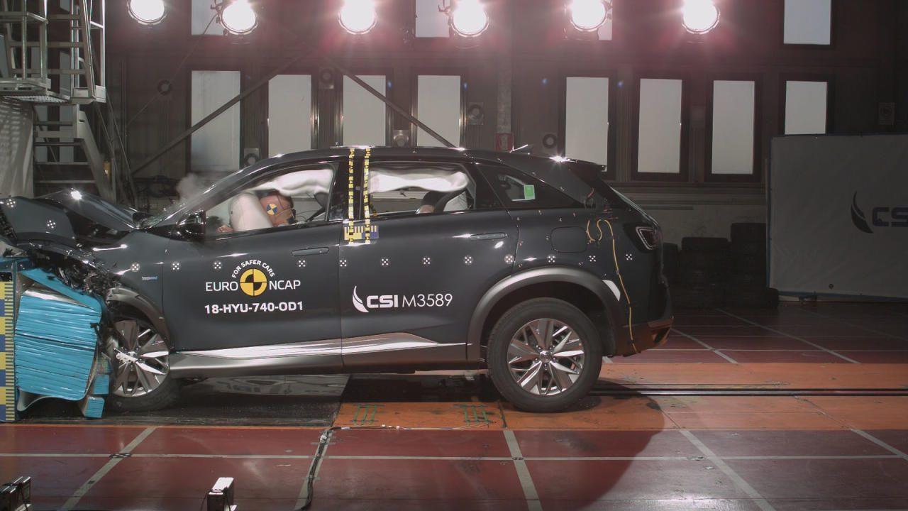 Auch das Brennstoffzellen-Auto Hyundai Nexo wurde bereits gecrasht. Sämtliche Wasserstoff-Abschalteinrichtungen funktionierten, der Tank hielt bravourös.