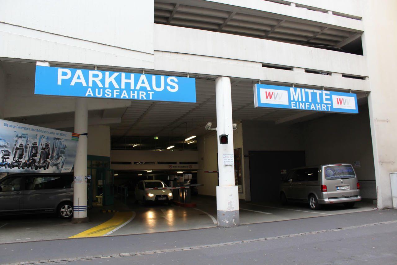 Wichtig: Die StVO kommt in Parkhäusern nicht voll zu Geltung.