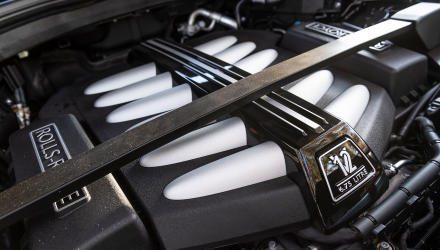 Die reine Wucht: Der V12-Motor ist optisch ansprechend, akustisch diskret und hat genug Leistung,  um den 2,7-Tonner in 5,2 Sekunden über das erste Hunderter-Limit  zu katapultieren.