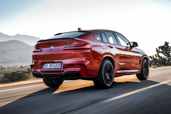 P90334559_lowRes_the-all-new-bmw-x4-m