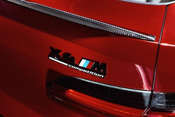 P90335328_lowRes_the-all-new-bmw-x4-m
