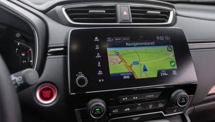 Das serienmäßige Multimediasystem mit Navi bietet zwar einen Drehregler aber auch ein zu kleines Display.