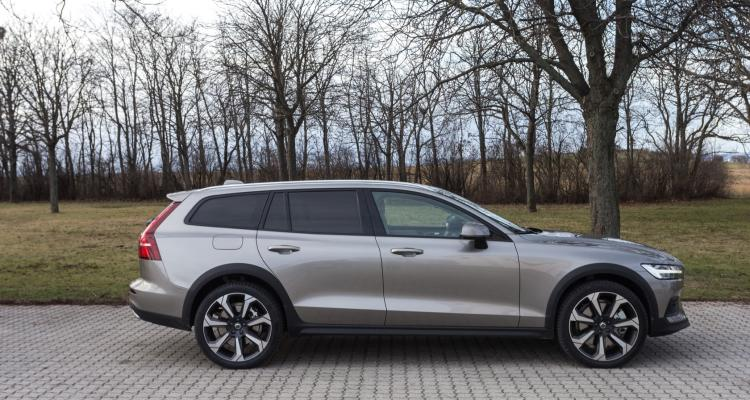 volvo_v60_cross_country_03_may