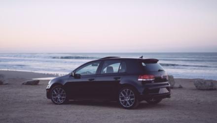 Der Weg zum Autokauf kann mitunter steinig werden - die richtige Vorbereitung hilft. Bildquelle: Roland Haverly / Unsplash.com