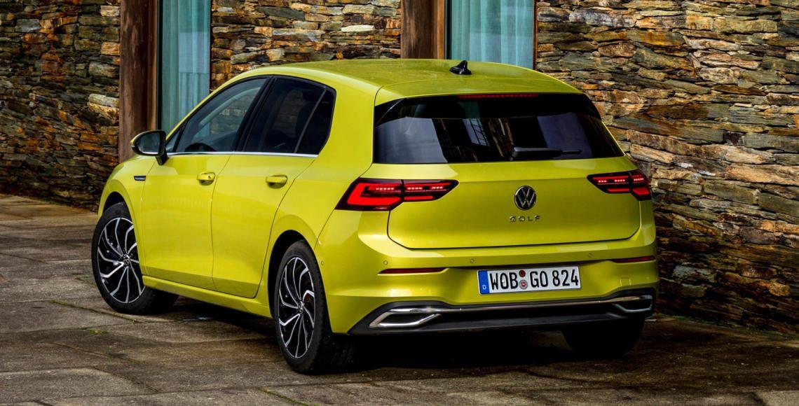 VW Golf 8 schräg hinten