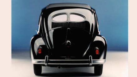 VW Brezelkäfer schwarz Heckansicht